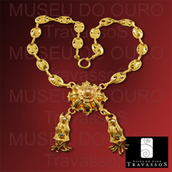 Traditional Portuguese 19.2k Gold Filigree Flower Necklace
