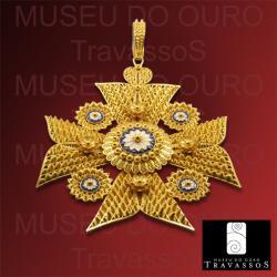 Portuguese 19.2K Gold Filigree Malta Maltese Cross Pendant